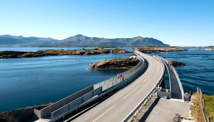 Atlanterhavsveien fører deg rett ned i Atlanterhavstunnelen. Foto: Roger Ellingsen / Statens vegvesen