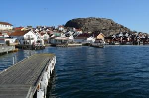 Hunnebostrand er et hyggelig lite sted, som er godt besøkt av båter og bobiler. Foto: Yngvar Halvorsen og Merete Furustad.
