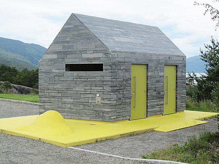 Spennende design på rasteplassen i Hereiane ved Jondal. Foto: Knut Randem