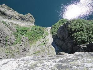 Fra toppen av Preikestolen er det over 600 meter fritt fall ned i Lysefjorden. Foto: Knut Randem.