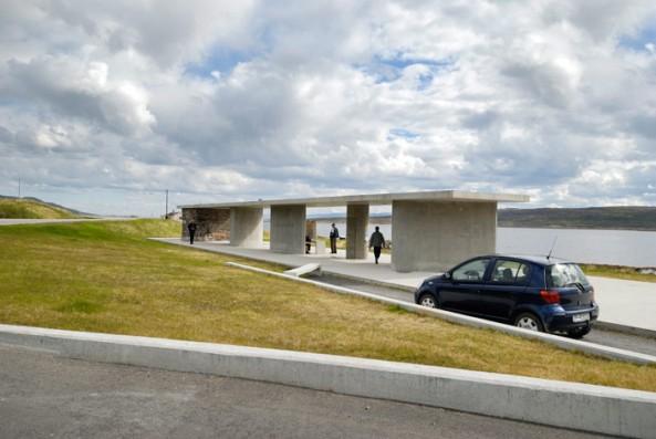 Rasteplassen Gornitak på Nasjonal turistveg Varanger, Europaveg 75 ved Varangerfjorden. Arkitekt: Margrete Friis Landskapsarkitekt: Berg & Dyring Foto: Ole Flatmark/Statens vegvesen.