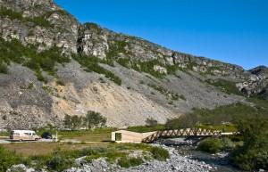 Rasteplassen i Lillefjord, Nasjonal turistveg Havøysund. Arkitekt: PUSHAK arkitekter (Langeland, Drage Kleiva, Melbye og Gromholt). Foto: Anne Olsen-Ryum for Statens vegvesen