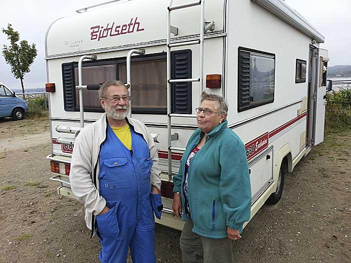 Kjerstin Widerström og Filip Wedin har reist cirka 230.000 km i denne Bjølseth bobil. Foto: Knut Randem.