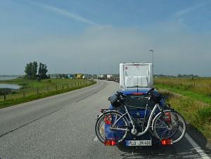 I fergekø for å komme over Elben. Foto: Yngvar Halvorsen.