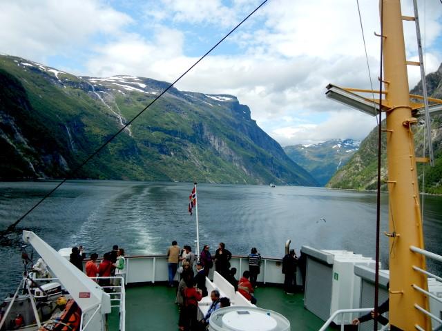 Geirangerfjorden var en fantastisk opplevelse med en fergetur mellom Hellesylt og Geiranger.