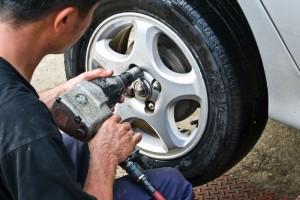 Fra 1. november må nye biler ha smarte dekk som måler lufttrykket elektronisk. Foto: Colourbox