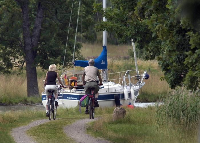 Du kan sykle i behagelig terreng langs Gøta kanal.  Foto: Göran Billeson