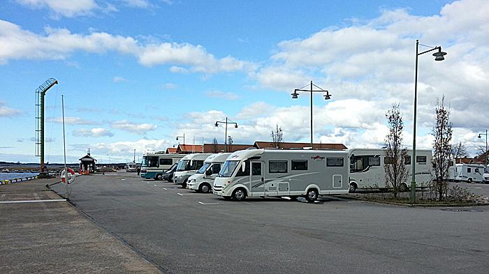 Havneparkering tett på Mariestad sentrum. Foto: Knut Randem.