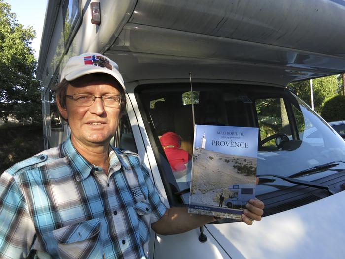 Jan Arthur Pedersen har skrevet bok om sine bobilreiser i Provence. Foto:  Hilde Irene Lorentzen.