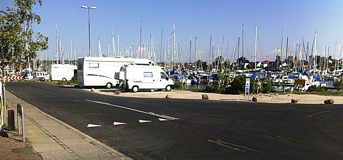 Fåborg havn har en liten, men god bobilparkering. Finn oversikten på camper-parkering.dk. Foto: Poul Sørensen.