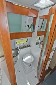 Badet i Avanti F kan skilles fra kjøkkenet med en dør. Foto: Produsenten.