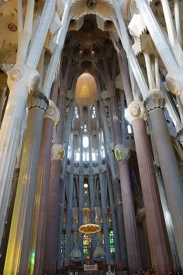 La Sagrada Familia er en av de største attraksjonene i Barcelona. Foto: Knut Randem.