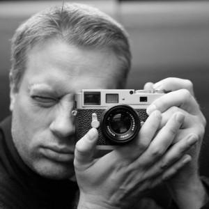 Redaktør Are Thunes Samsonsen i fotonettestedet f32.no anbefaler en løsning med sikkerhetskopi til en løs harddisk. Foto: privat.