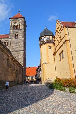 På vei mot slottet og klosteret. Foto: Knut Randem.