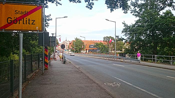 I Gørlitz kan du gå en tur til Polen. Foto: Knut Randem.