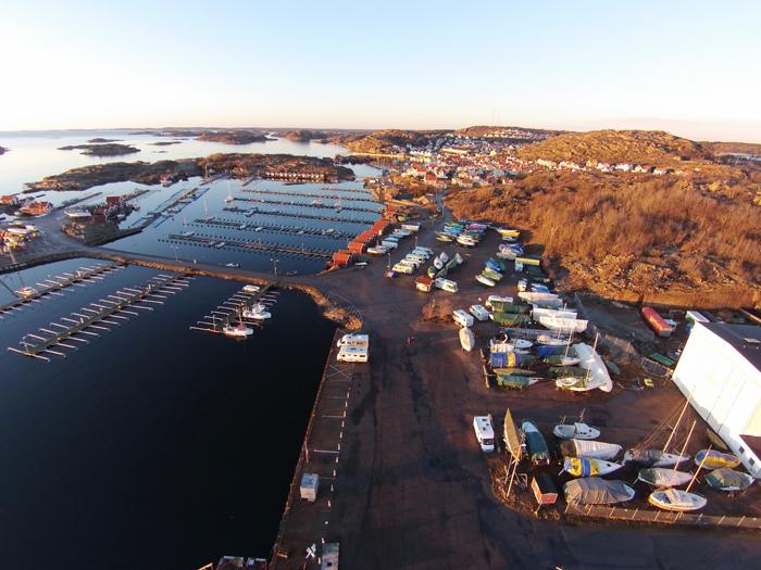 Bobilene kom tidlig til båthavnene i år. Her fra Hunnebostrand. Foto: Yngvar Halvorsen.