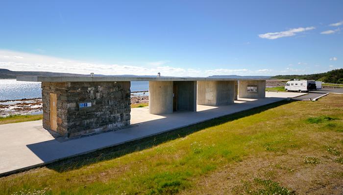 Gornitak rasteplass ved Varangerfjorden, Nesseby. Arkitekt: Margrete Friis. Landskapsarkitekt: Berg & Dyring. Foto: © Jarle Wæhler/Statens vegvesen.