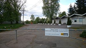 Porten på Ekeberg camping har så langt vært stengt det meste av året. Foto: Knut Randem.