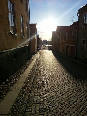 I Mariestad ligger bobilplassene i havnen kort vei fra de brosteinslagte gatene i gamlebyen. Arkivfoto: Knut Randem.
