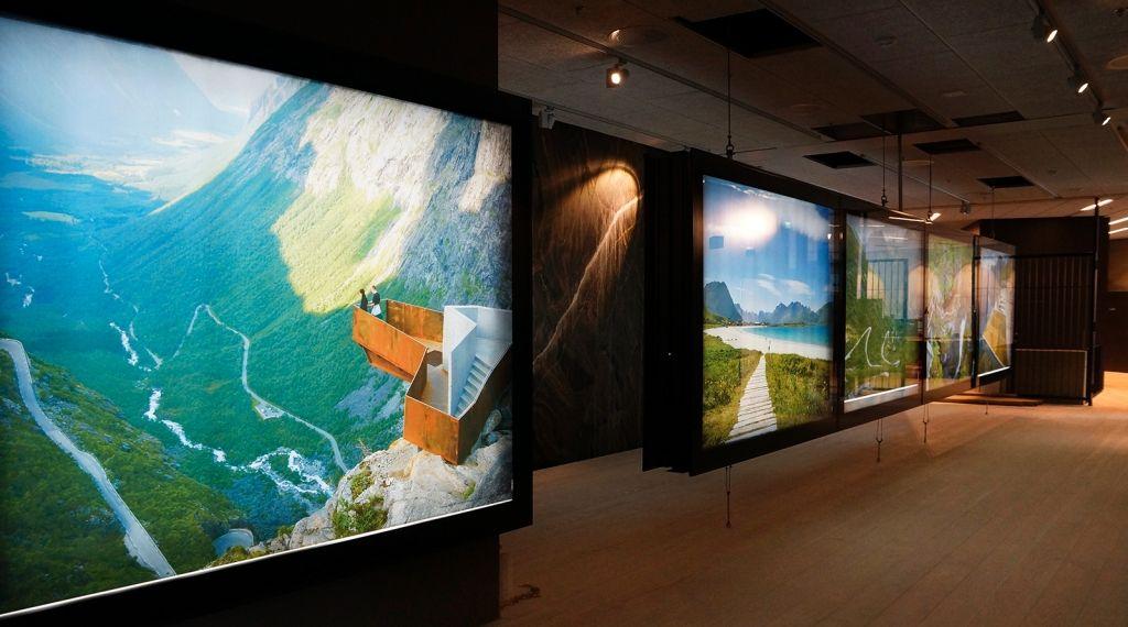 I reiselivsmuseet i Balestrand blir også alle de nasjonale turistveiene presentert gjennom bilder og modeller. Foto: Trine Kanter Zerwekh.
