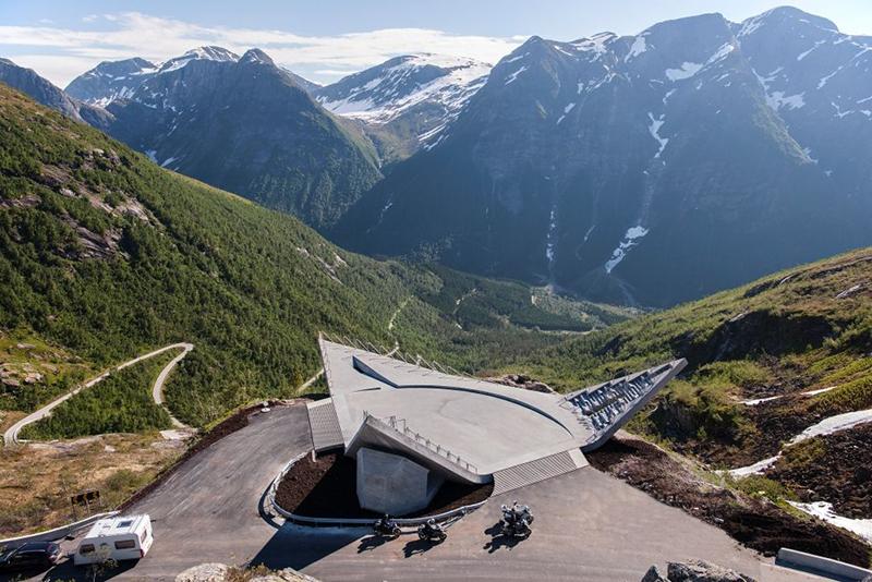 Utsikten er betegnende nok navnet på det luftige utsiktspunktet på Gaularfjell. Foto: Jiri Havran.