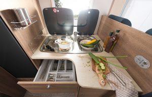 Typisk kjøkken i Trend-serien. Foto: Dethleffs.