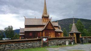 Loms historiske attraksjon er stavkirka. Foto: Knut Randem.