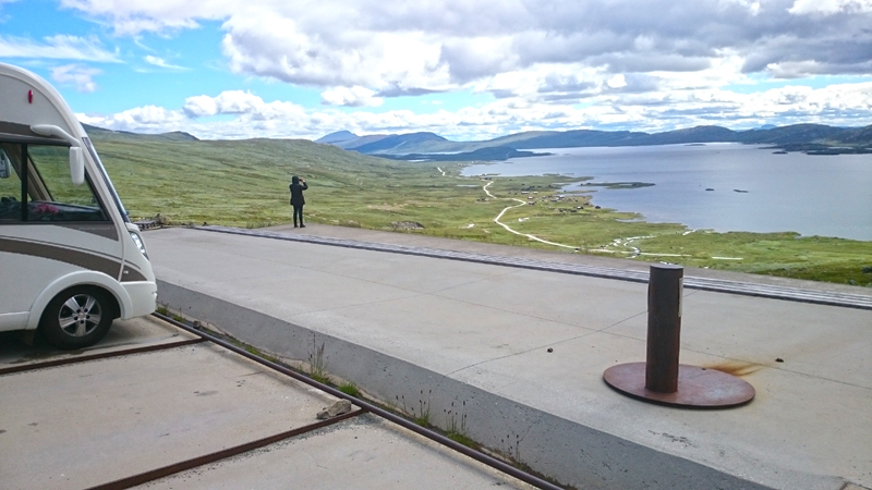 De tilrettelagte utsiktspunktene på Valdresflye egner seg ikke spesielt godt for bobiler. Foto: Knut Randem.