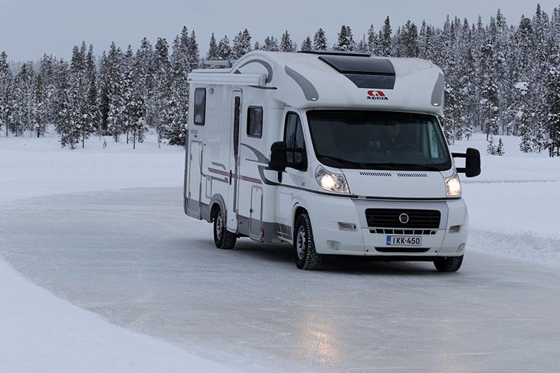 Blank is stiller de største krav til gummiblanding og dekkstruktur, her en Adria bobil på testbanen i Ivalo i Finland.