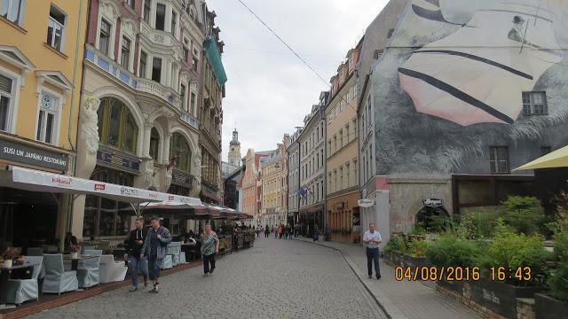 Fin gammel arkitektur og flotte veggmalerier i Riga.